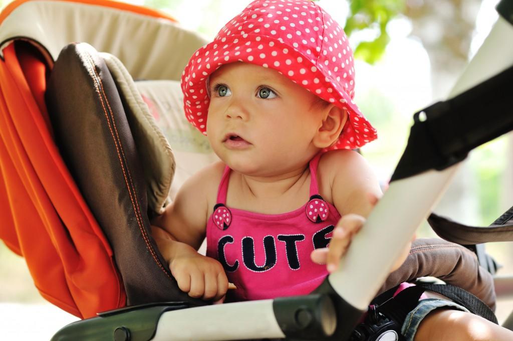Süßes Baby komplett ausgestattet